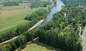 la camping la butte en bordure de rivière dordogne a la roque gageac
