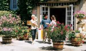 La réception du camping la butte proche de Sarlat à la Roque Gageac en Dordogne Périgord Noir