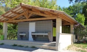sanitaire neuf du camping la butte à la roque gageac en Dordogne dans le Périgord noir proche de sarlat