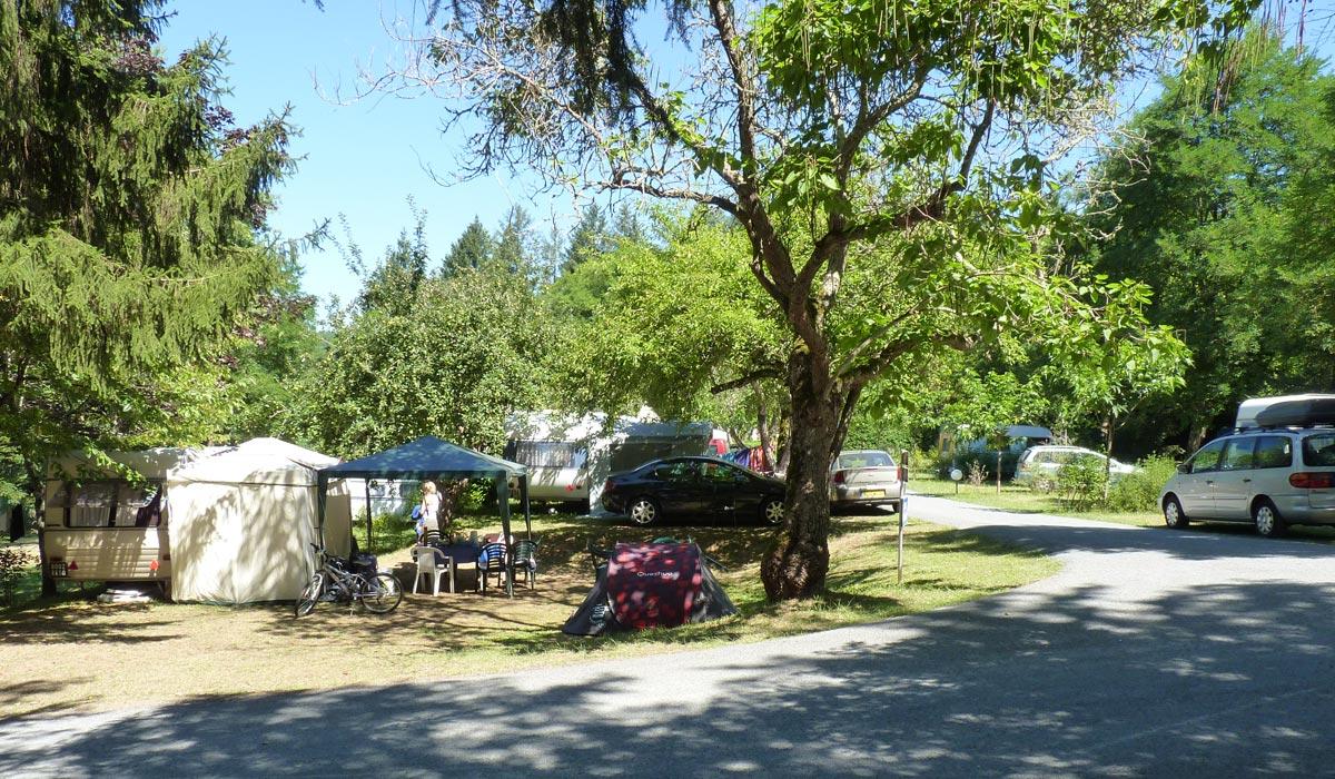 emplacement ombrages du camping dordogne 3 etoiles la butte dans le perigord pres de sarlat
