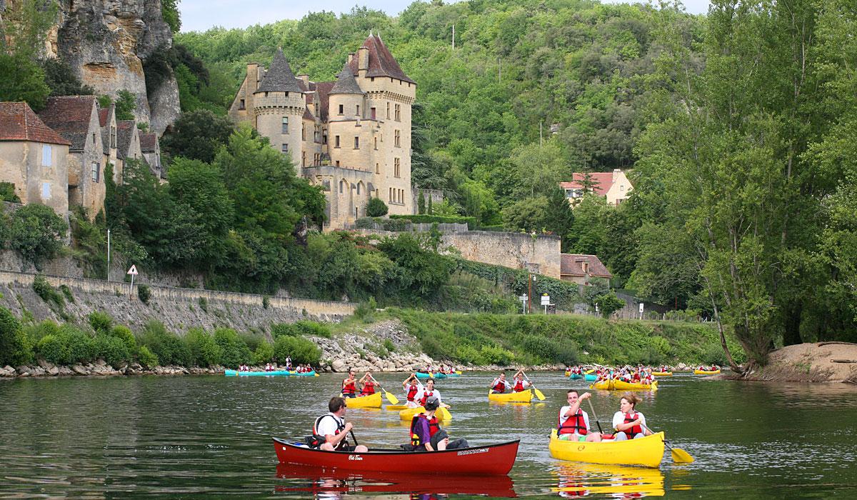 descente familial en canoë sur la rivière Dordogne avec le camping la butte à la roque gageac en périgord noir prés de sarlat