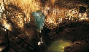 la grotte de Domme en Dordogne dans le Périgord noir prés de Sarlat