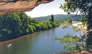 grotte du camping dordogne périgord noir la Butte en bord de rivière