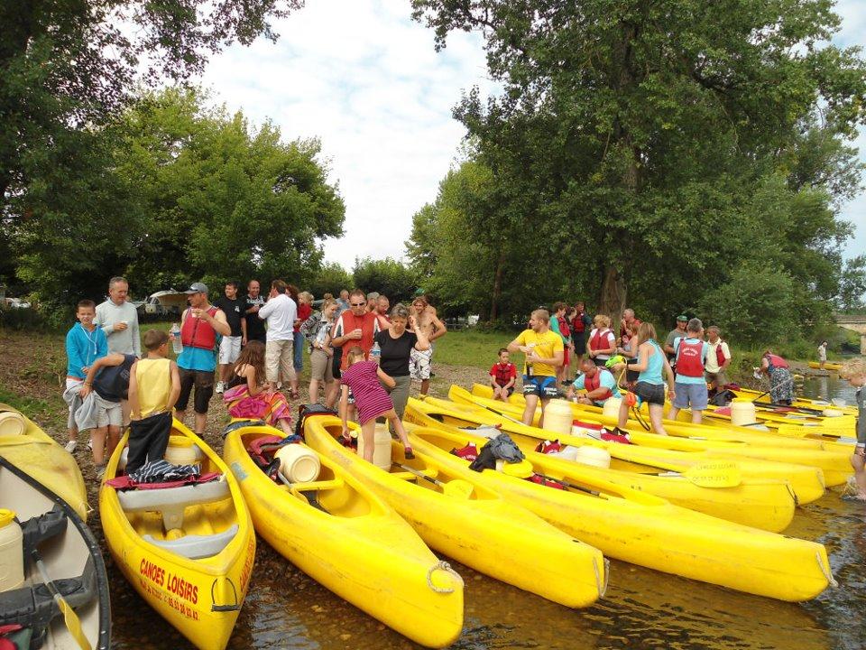sortie canoë de groupe sur la riviere dordogne avec le camping la butte a la roque gageac proche de sarlat