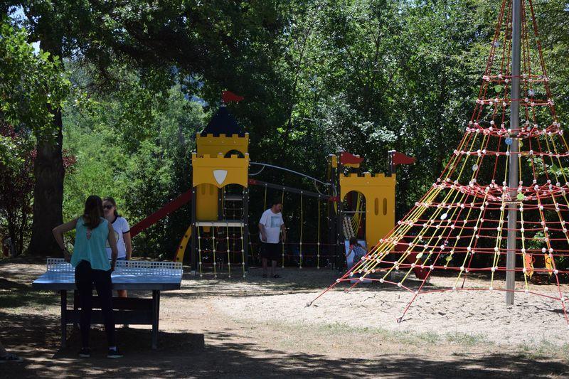 air de jeux enfants au camping la butte à la roque gageac en dordogne perigord noir