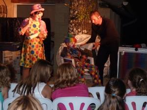 soiree clown au camping la butte a la roque gageac en dordgone dans le perigord noir