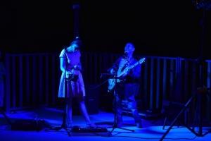 animation avec un groupe de variétées rock en soirée au camping la butte en Dordogne Périgord