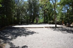 terrain de petanque ombragés au camping la butte a la roque gageac en Dordogne Périgord noir