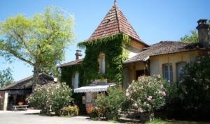 La reception du camping la butte à La Roque Gageac prés de Sarlat dans le Périgord en Dordogne