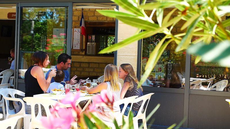 restauration au snack du camping à la roque gageac en Dordogne Perigord noir proche de sarlat