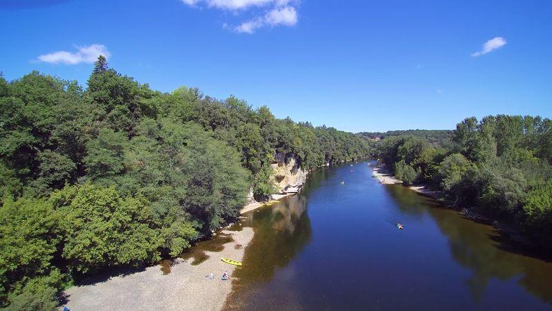 baignade et riviere du camping familial la butte en Dordogne Perigord noir pres de Sarlat a la roque gageac