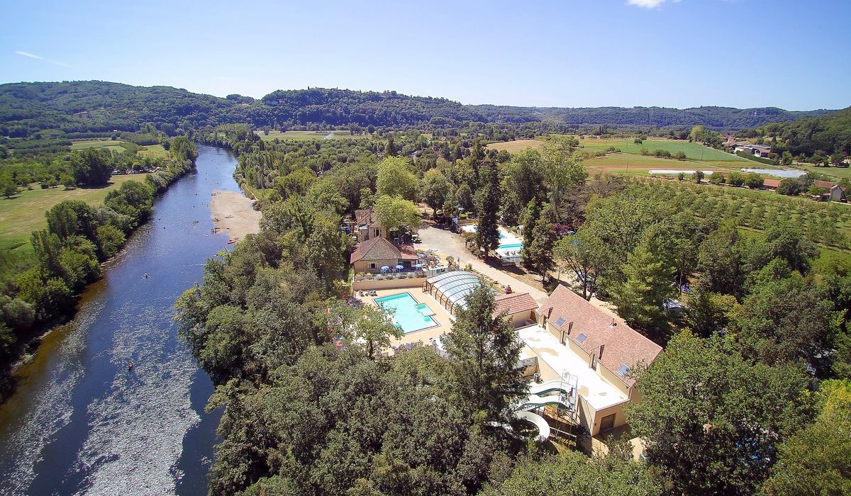 Vue panoramique du camping familial la butte en Dordogne Perigord noir prés de Sarlat a la roque gageac