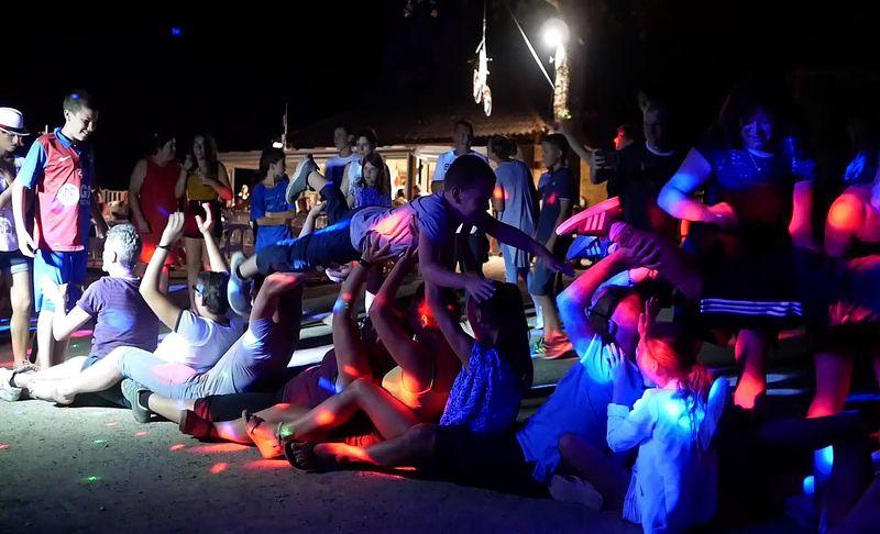 soire disco au camping la butte en Dordogne Perigord noir a la roque gageac proche de sarlat