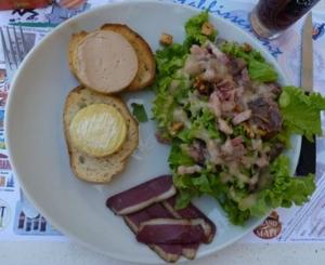 assiette gourmande au snack restaurant du camping dordogne sarlat 3 etoiles la butte