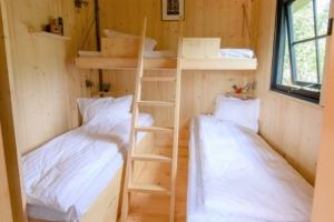 chambre enfant d'une location de cabane en dordogne perigord