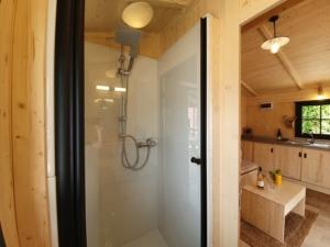 salle de bain d'une location de cabane en dordogne perigord noir