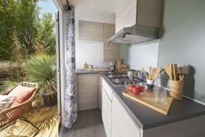 cuisine location de mobile home en dordogne a la roque gageac